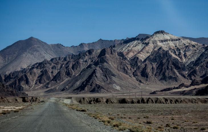 Tajikistan 001 - On the road to Karakul