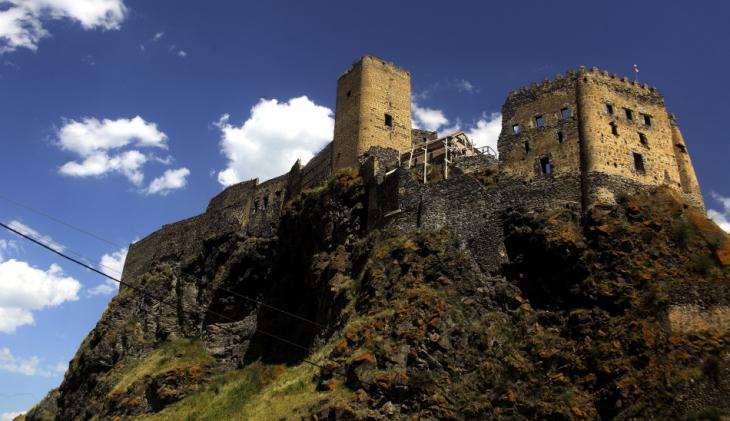 Georgia 003 - Khertvisi castle - On the road to Vartzia