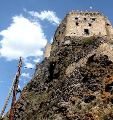 Georgia 004 - Khertvisi castle - On the road to Vartzia