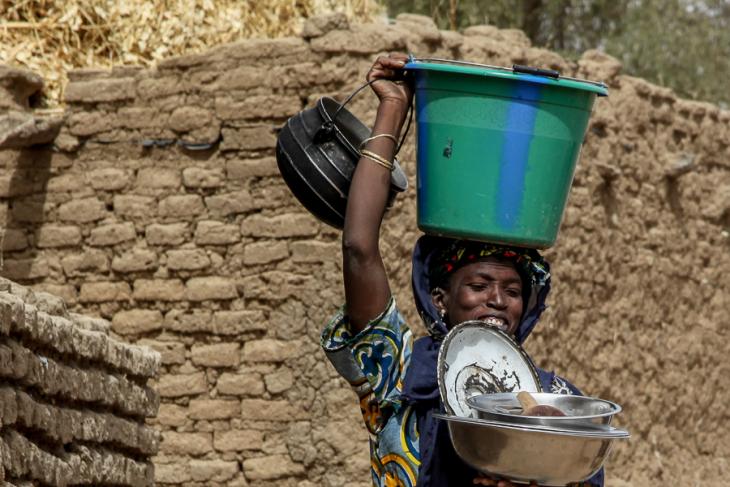 Burkina Faso 037 - Village stop on the way to Aribinda
