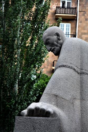 Armenia - Yerevan 018 - Cascade - Alexander Tamanian statue