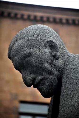Armenia - Yerevan 019 - Cascade - Alexander Tamanian statue
