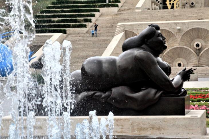 Armenia - Yerevan 025 - Cascade - Fat Lady (Fernando Botero's work)