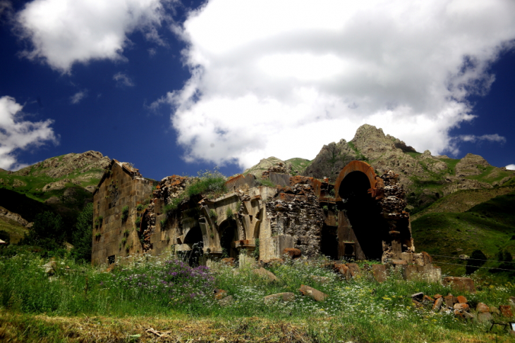 Armenia 026 - Yeghegnadzor valley
