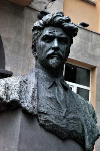Armenia - Yerevan 033 - Stepan Shahumyan's statue