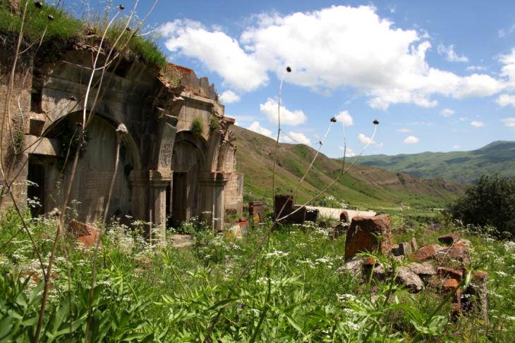 Armenia 033 - Yeghegnadzor valley