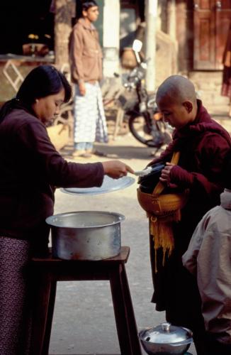 Myanmar - Mandalay 050 - Amananapura