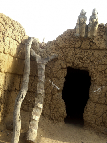 Burkina Faso - Gaoua 068 - Witch doctor's village