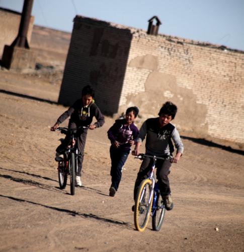 Mongolia 0804 - Gobi desert - Village on the road to Bayazang