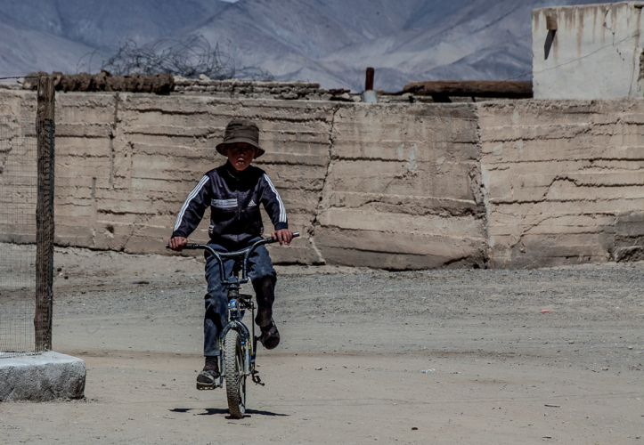 Tajikistan 087 - On the road to Shaymak - Toktomysh village