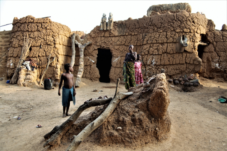 Burkina Faso - Gaoua 096 - Witch doctor's village