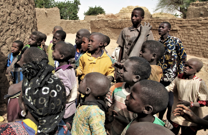 Burkina Faso 017 - Village stop on the way to Aribinda