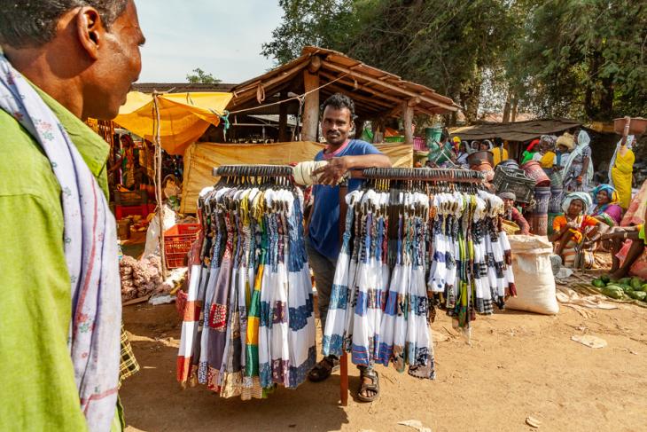 India - Chhattisgarh 162 - Tribal market on the road to Jagdalpur