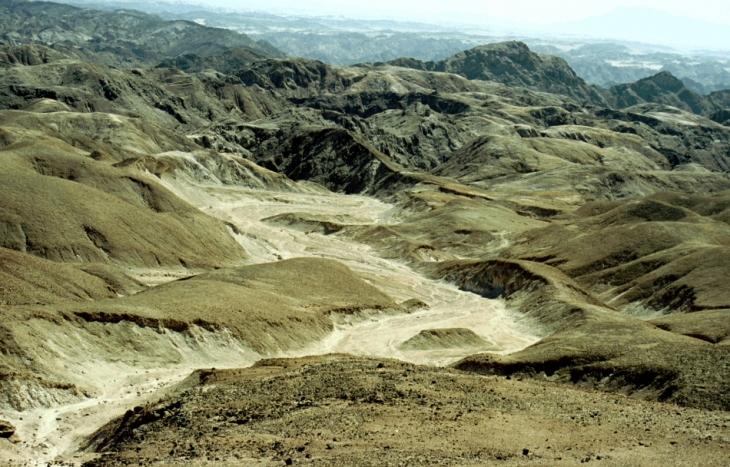 Namibia - Namib Naukluft National Park 001 - Moonscape