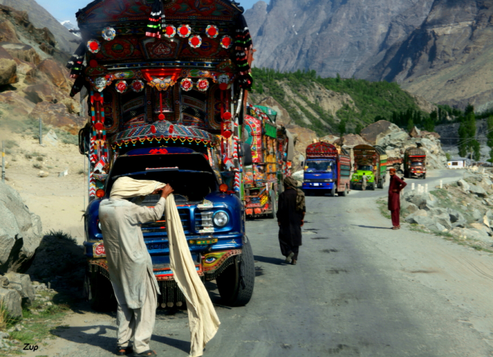 Pakistan - Driving from Skardu to Karimabad 008