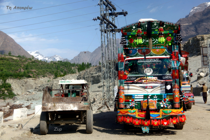 Pakistan - Driving from Skardu to Karimabad 009