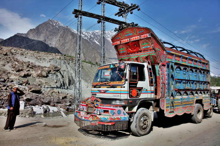 Pakistan - Driving from Skardu to Karimabad 011