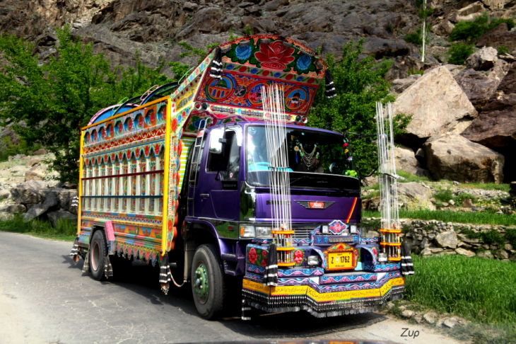 Pakistan - Driving from Skardu to Karimabad 025