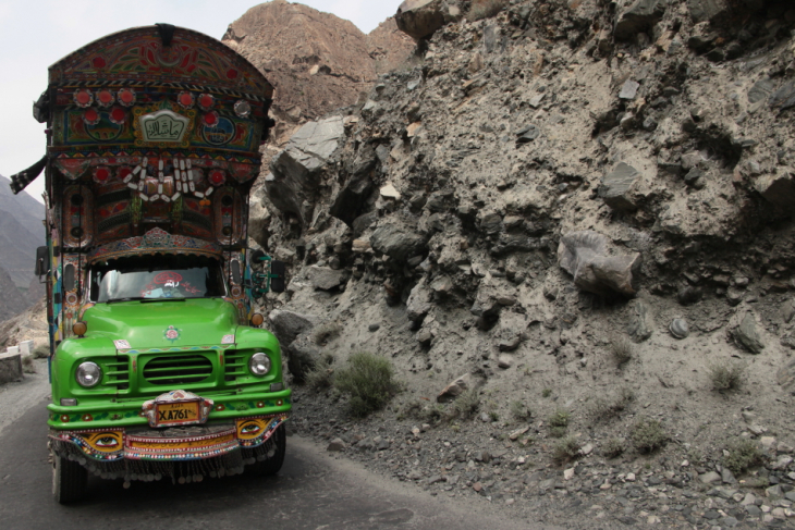Pakistan - Driving from Skardu to Karimabad 027