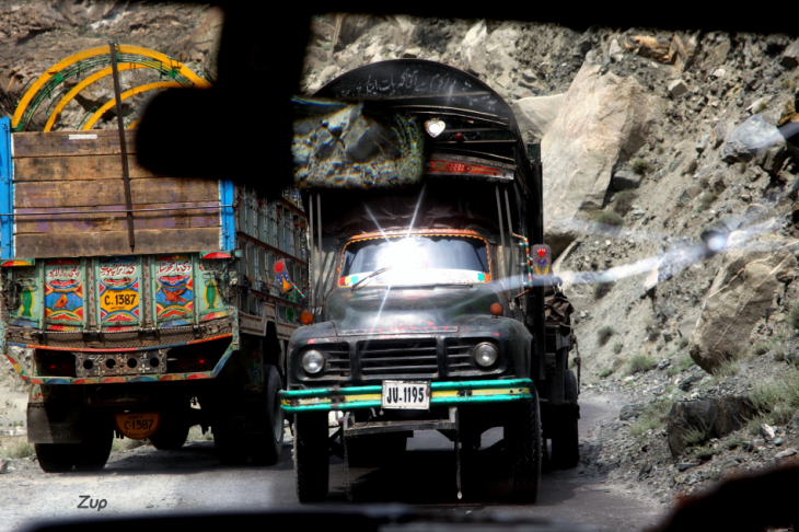 Pakistan - Driving from Skardu to Karimabad 050