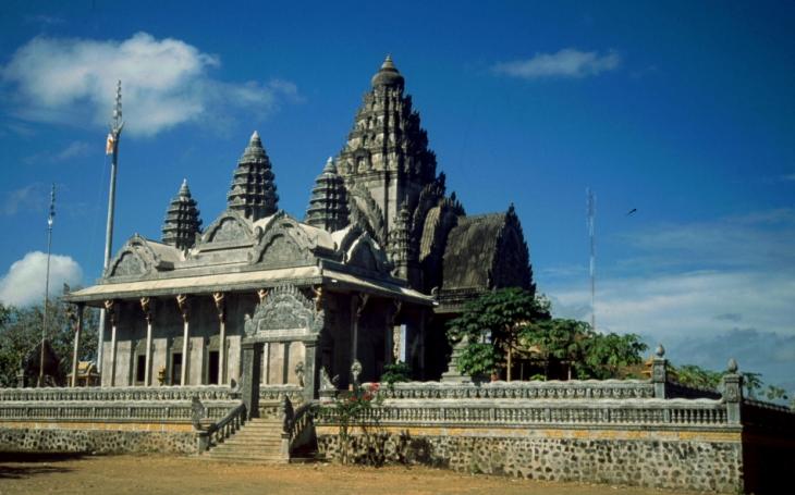 Central Cambodia 031 - Kompong Cham area - Phnom Sri