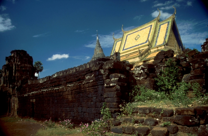 Central Cambodia 009 - On the road to Kompong Cham - Wat Nokor