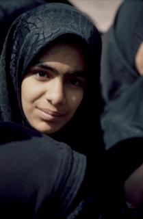 Πακιστανική κορίτσι που χρονολογείται λευκό άντρα