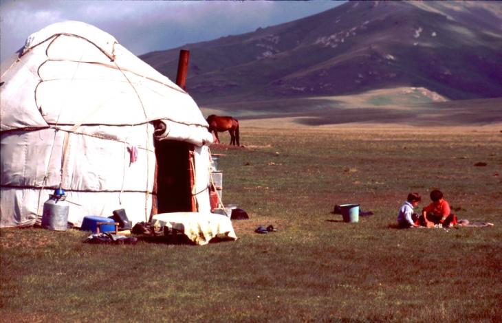 Kyrghystan - Son Kol 77