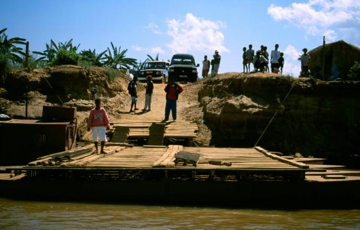 Madagascar 11 - Tsiribihina river crossing