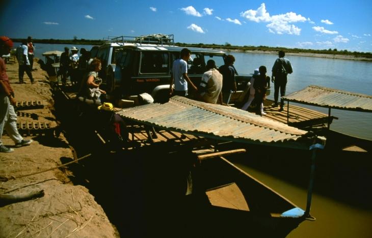 Madagascar 12 - Tsiribihina river crossing