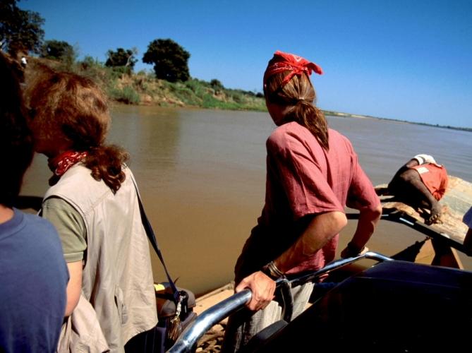 Madagascar 14 - Tsiribihina river crossing