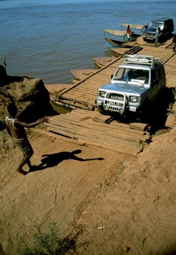 Madagascar 15 - Tsiribihina river crossing