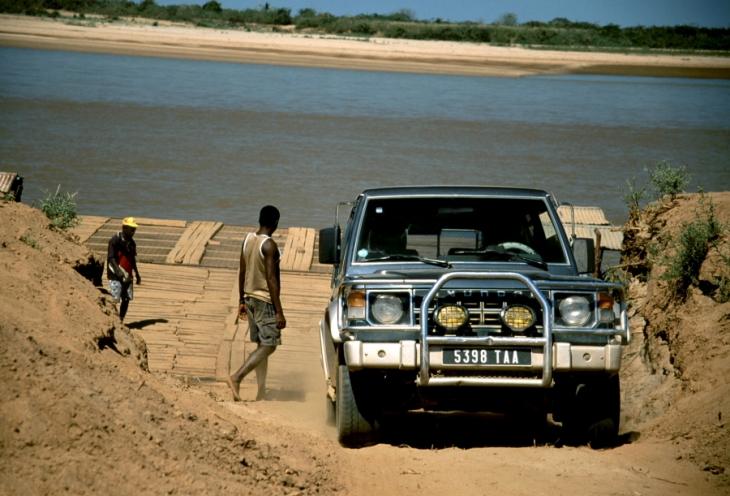 Madagascar 16 - Tsiribihina river crossing
